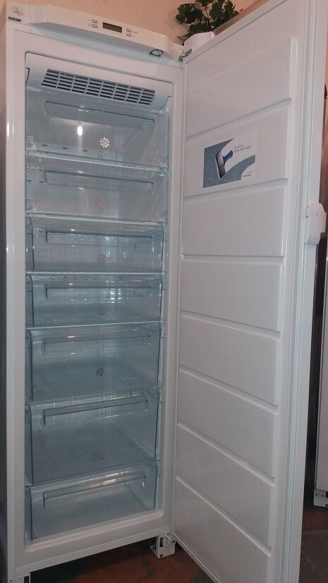 Морозильная камера Elektrolux Nofrost,гарантия 1г. доставка бесплатная