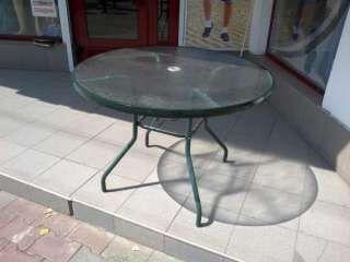 Продам недорого стеклянный стол из ударопрочного стекла.