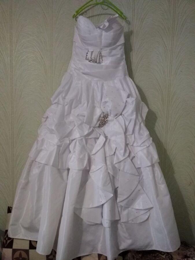 Продам свадебное платье недорого!!