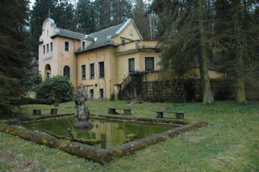 В Германии - великолепная вилла - отель на курорте у большого города
