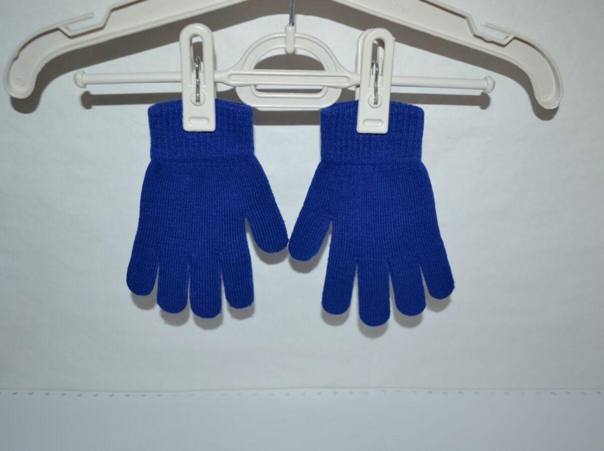 Детские демисезонные перчатки на 4-6 лет в отличном состоянии.