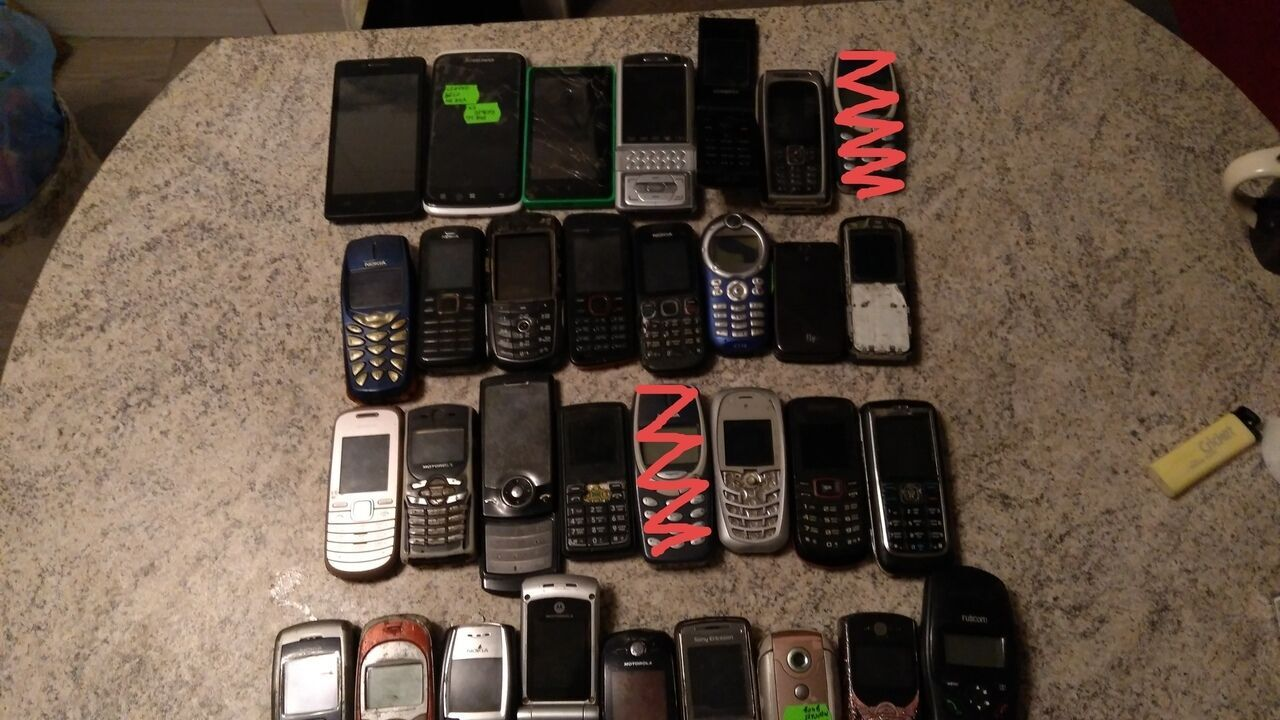 32 телефона по цене брелков для телефона