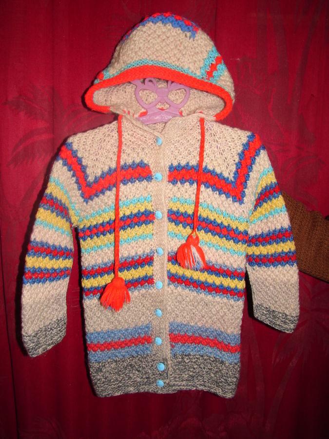 Курточка вязаная с капюшоном ручной работы