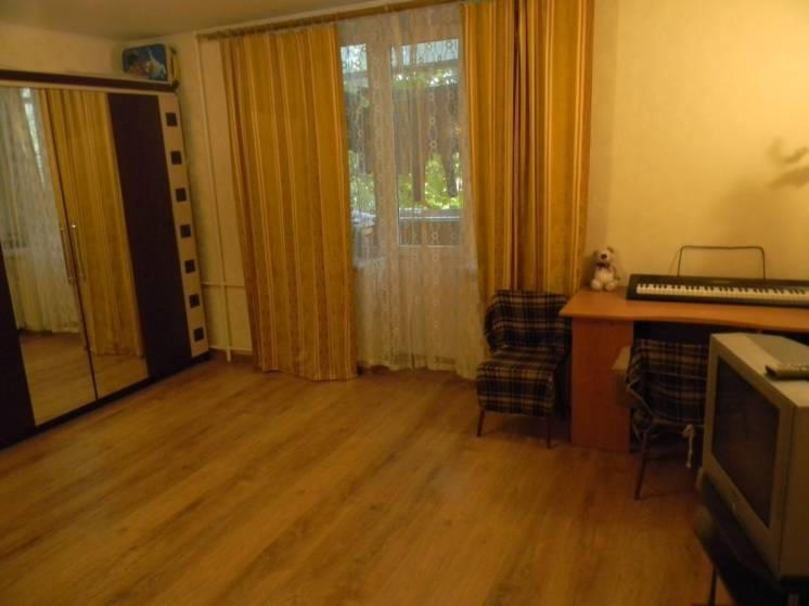 Продам 2 комнатную квартиру вблизи метро завод Малышева