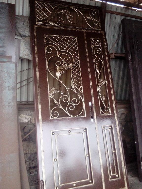 Изготовление металлических входных и тамбурных дверей.