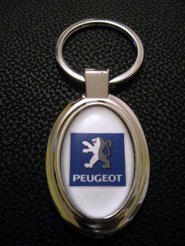 Брелок Peugeot.