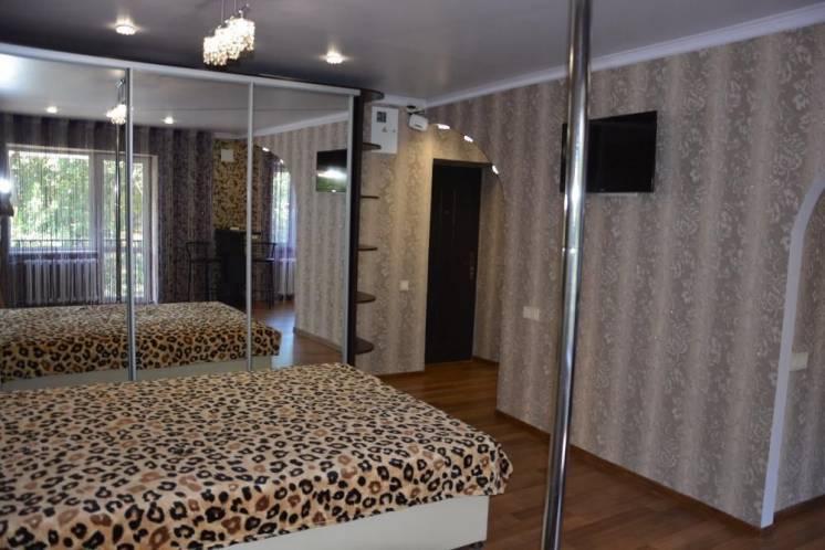 Шикарная 1-комнатная квартира Титова.