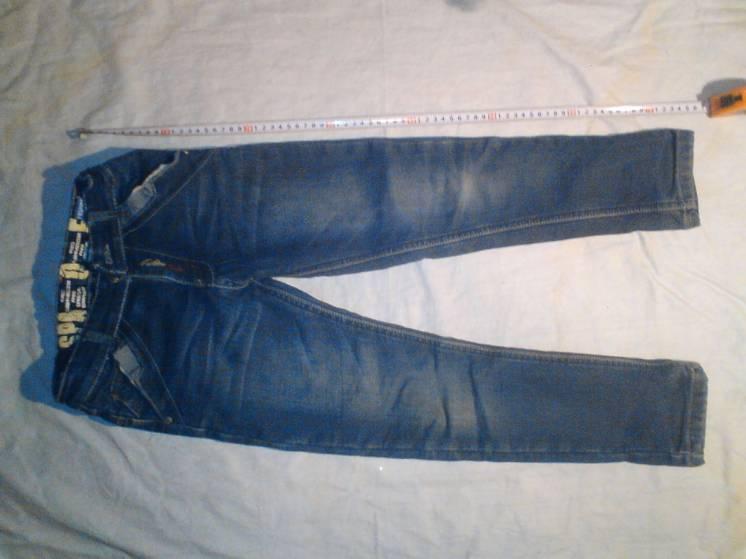 продам джинсы и куртку на мальчика