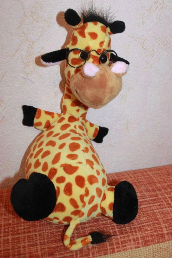 Веселый и умный жирафик