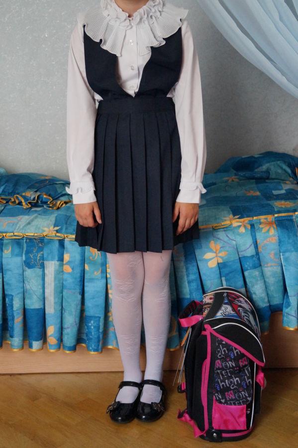 Школьный фирменный сарафан для девочки 38-40, рост 146-156