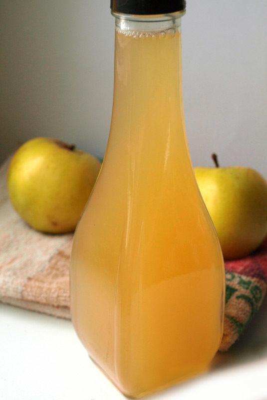 Домашний яблочный уксус на меде и на сахаре. Бездрожжевой.
