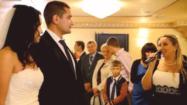 Ведущая и музыка на свадьбу 8500 грн.