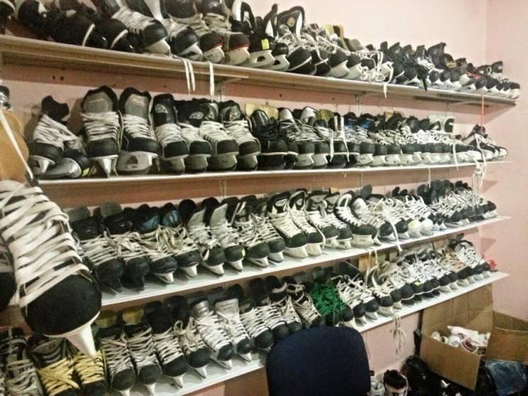 Продам коньки хоккейные,фигурные,форму б/у из канады.