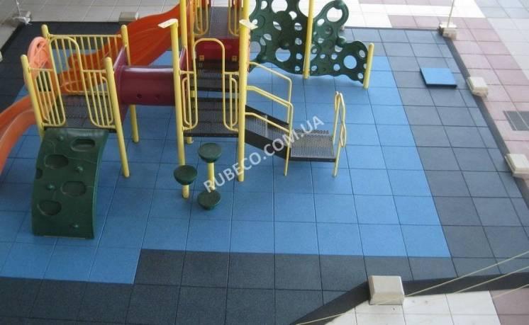 Резиновое напольное покрытие на дачном, садовом участке, спортплощадке
