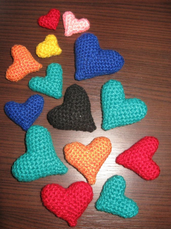 Набор вязанных сердец для декорирования