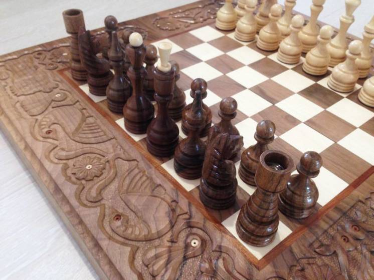Шахматы-нарды подарочные резные деревянные ручной работы