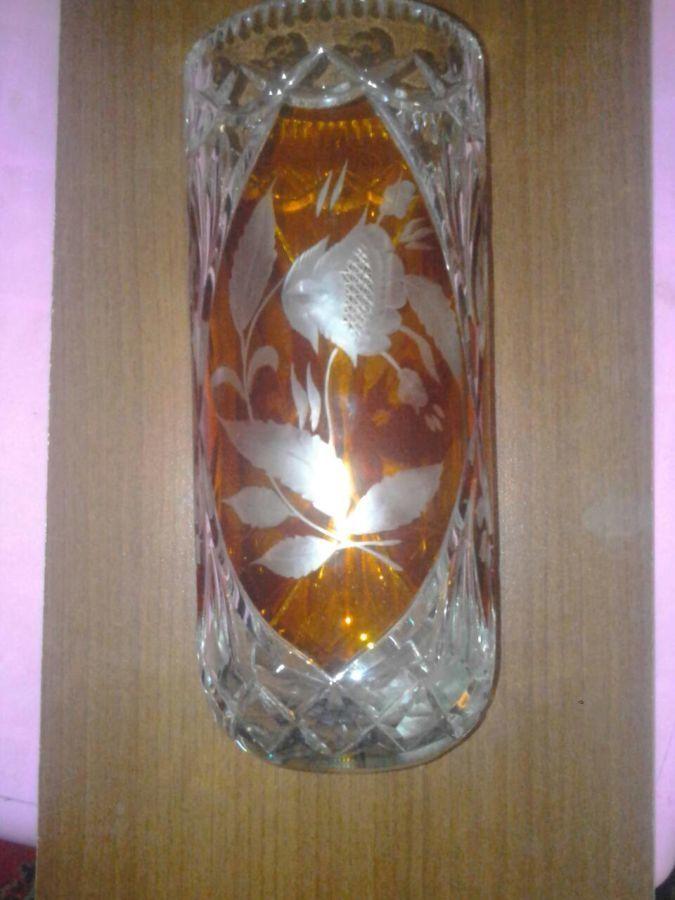 Хрустальная ваза для цветов. цветной хрусталь.