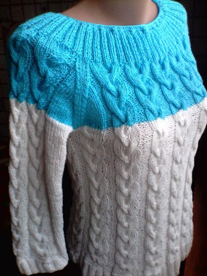 Пуловер - реглан с круглой кокеткой и косами, связаный спицами