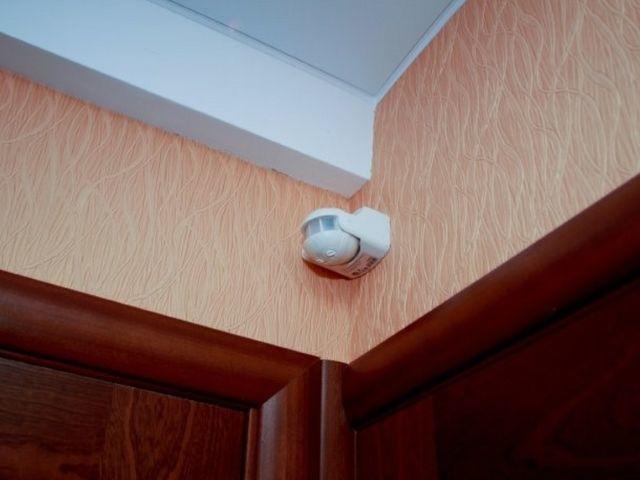 Установка датчика движения для освещения. Каменское.