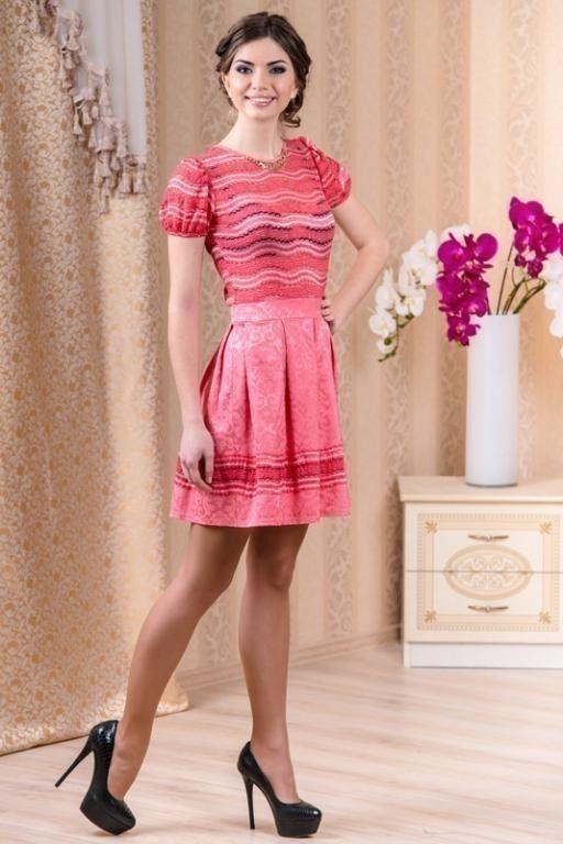 Женское платье размеры 44,46.