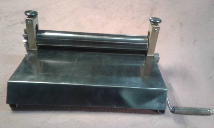 Тестораскаточная машина ручная из металла от производителя