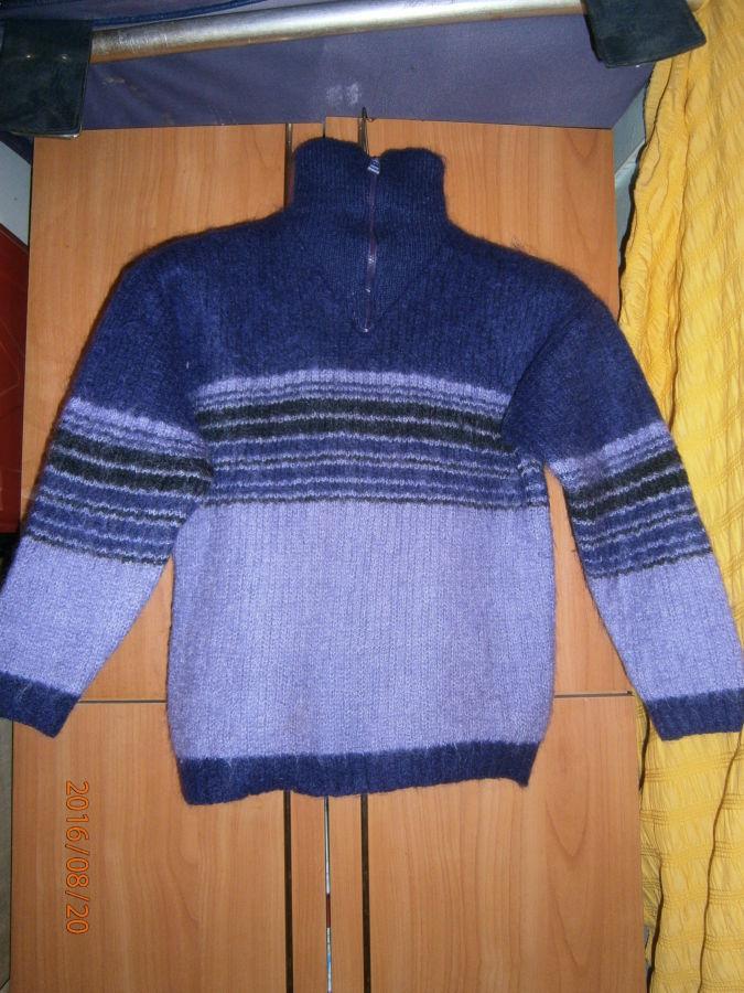 Свитер зимний. для мальчика и девочки. длина 50 см. в плечах-4- см