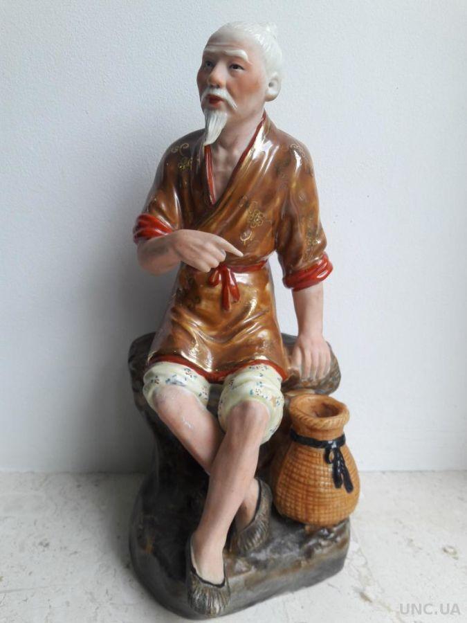 Фарфоровая статуэтка Рыбак китаец. Китай 1950-е Цзиндэчжэнь (景德镇 國泰瓷莊)