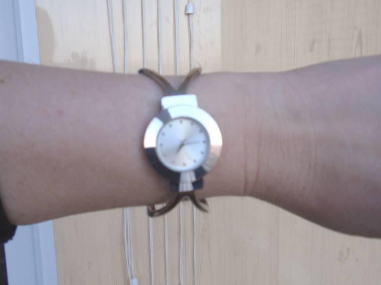Продам женские часы наручные с браслетом
