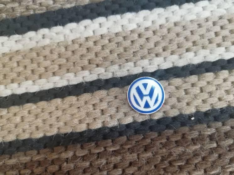 Наклейка знак VW для ключа
