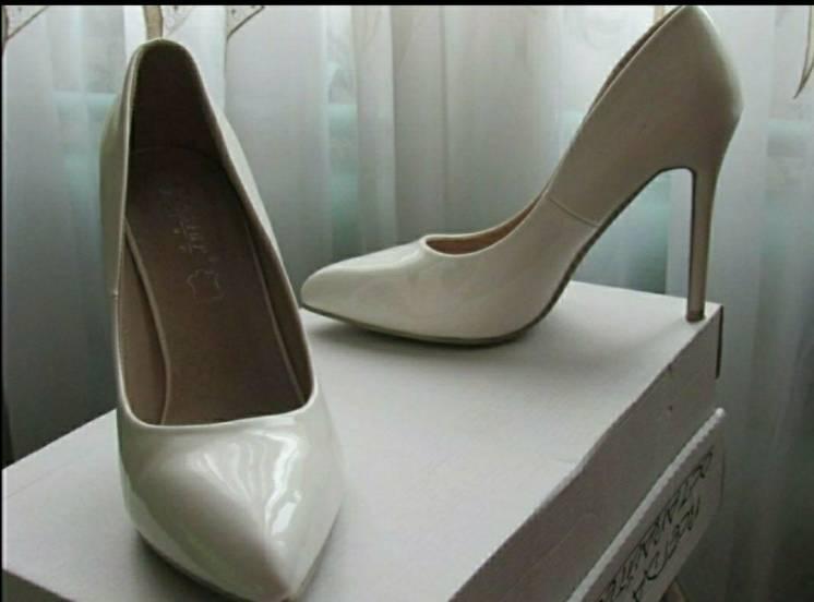 Туфли цвета айвори