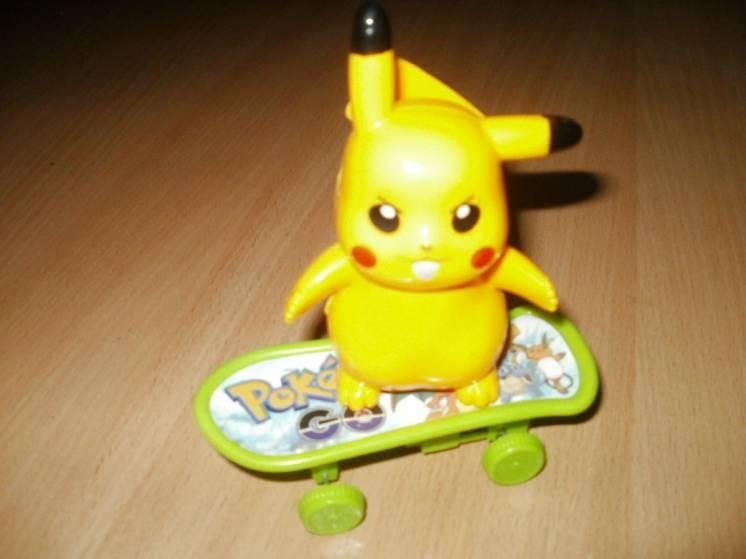 Покемон на скейте инерционный,