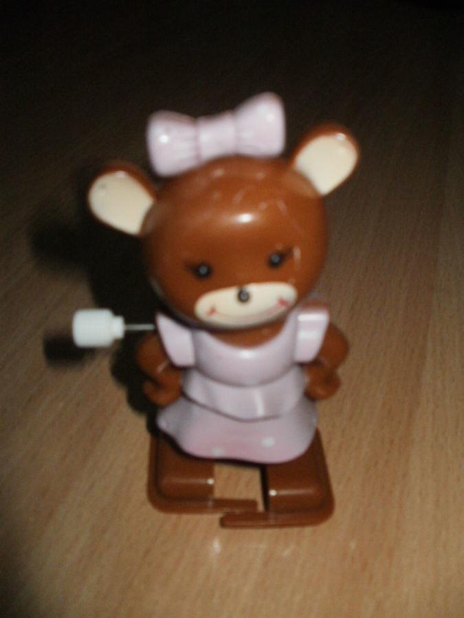 Заводная пластиковая игрушка мишка