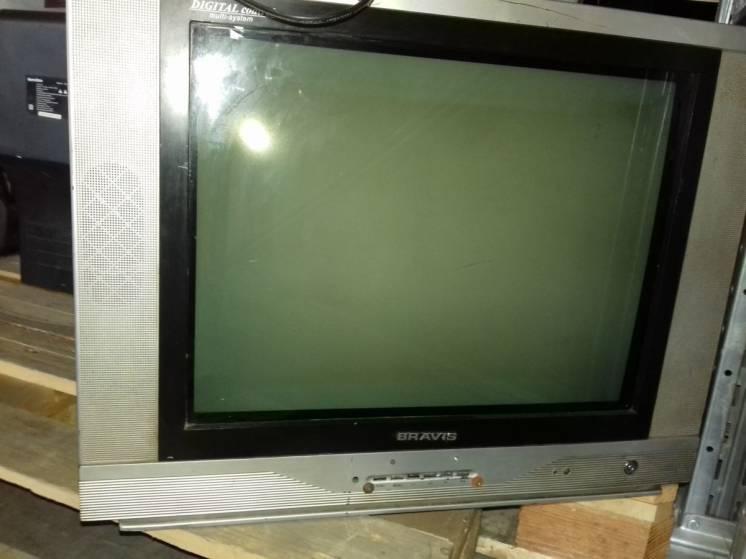 Телевизор BRAVIS (рабочий, возможно для трощи, разлома)
