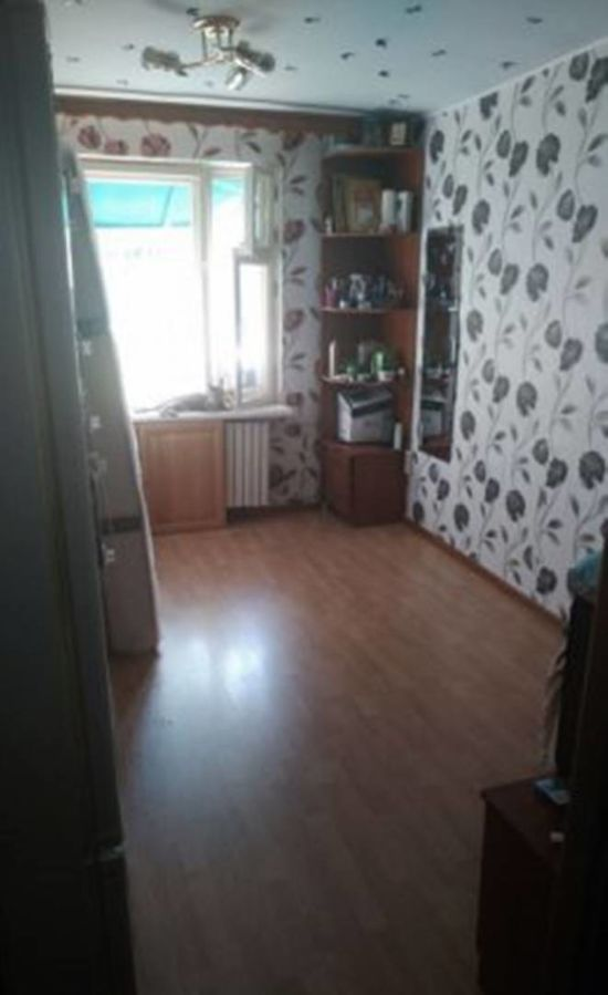 К продаже предлагается светлая, просторная, теплая комната