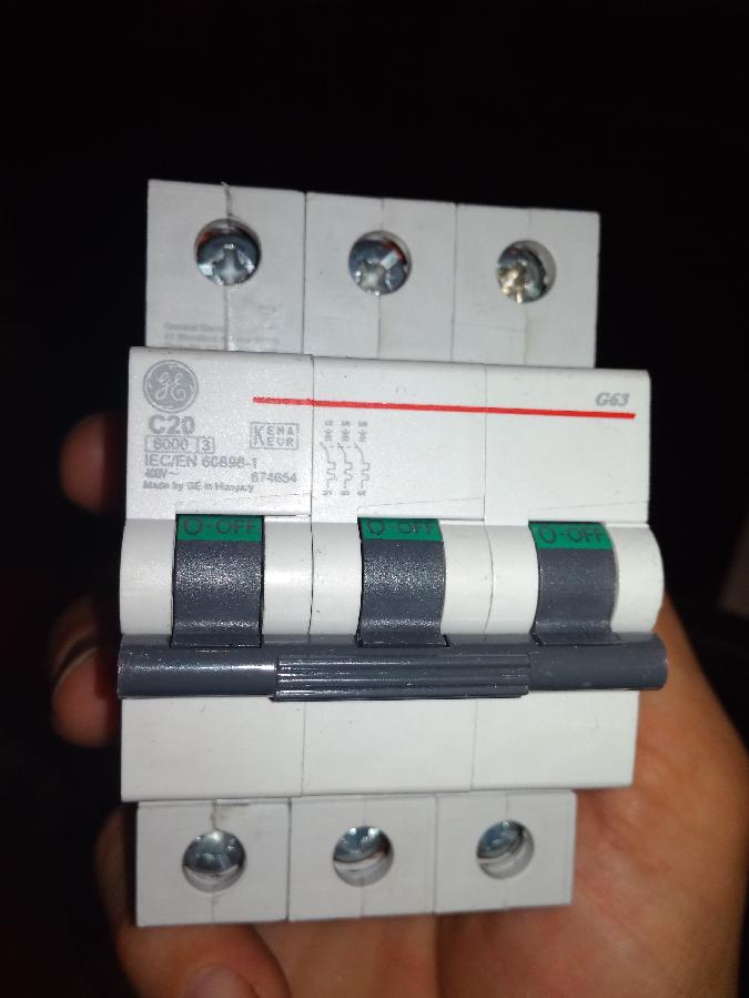 Автоматический выключатель General Electric 20A