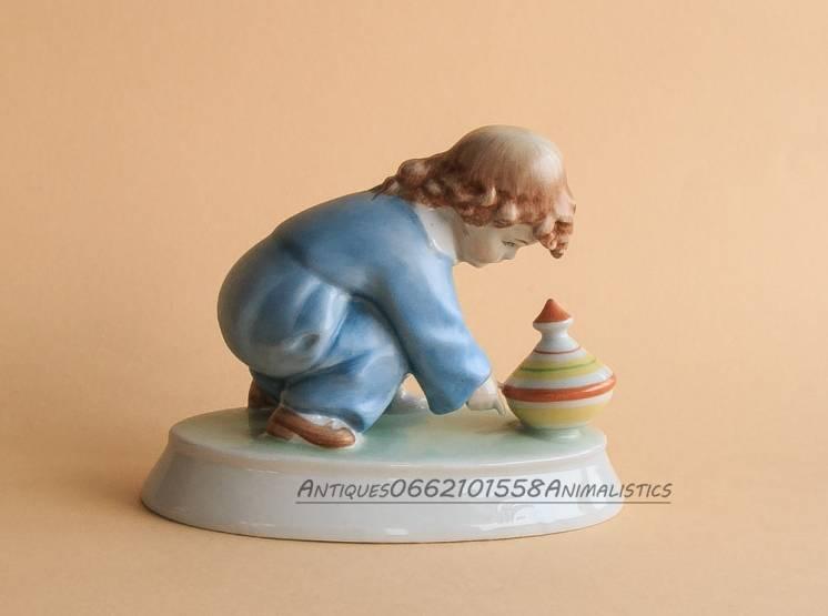 фарфоровая статуэтка Zsolnay Венгрия Ребенок с юлой