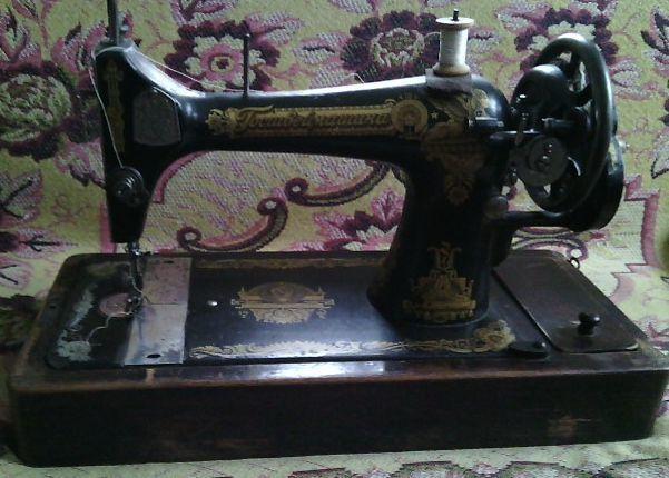 Раритет. Рабочая швейная машина .