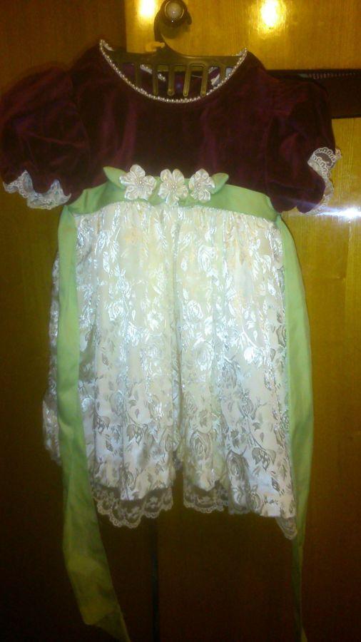 Нарядное платье на девочку 1,5-2 лет