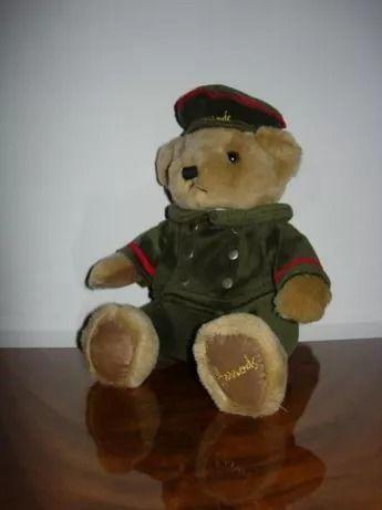 Медвежонок Harrods Bear из самого известного универмага Лондона