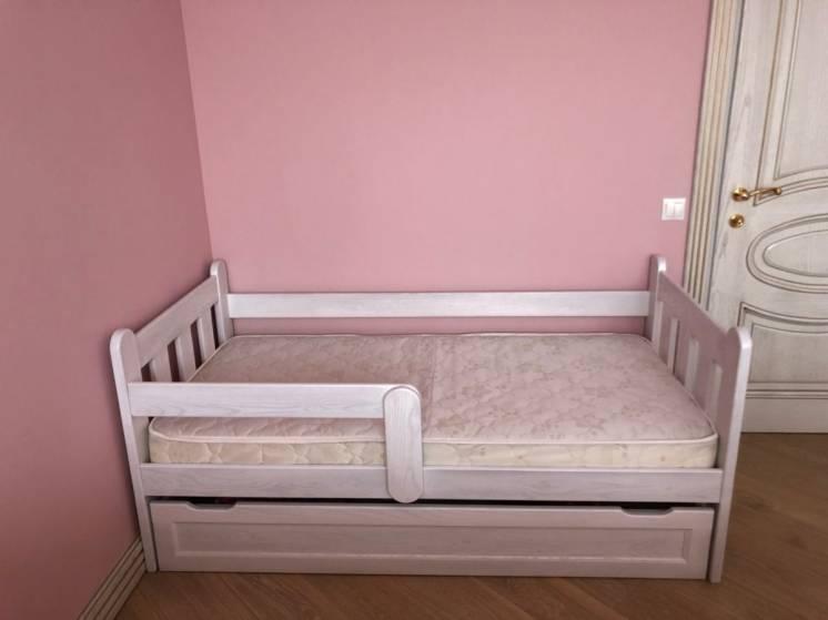 Кровать, кроватка детская.