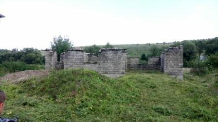 продається земельна ділянка з розпочатим будівництвом у с. нижнів