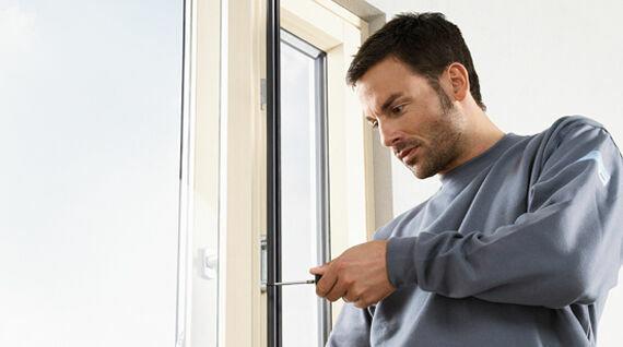 Сервисный ремонт пластиковых окон. Регулировка фурнитуры окон.