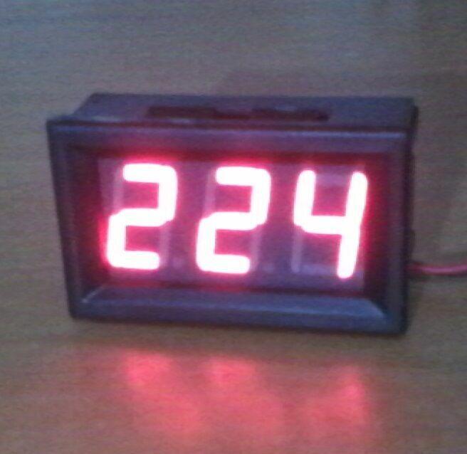 Цифровой вольтметр переменного напряжения от 70 В до 500 В.