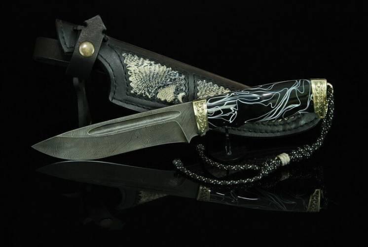Охотничий нож ручной работы из дамасска