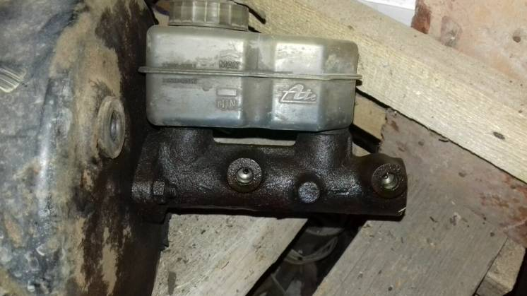 Главный тормозной Mercedes T1 207-410