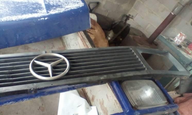 Решетка радиатора Mercedes T1 207-410