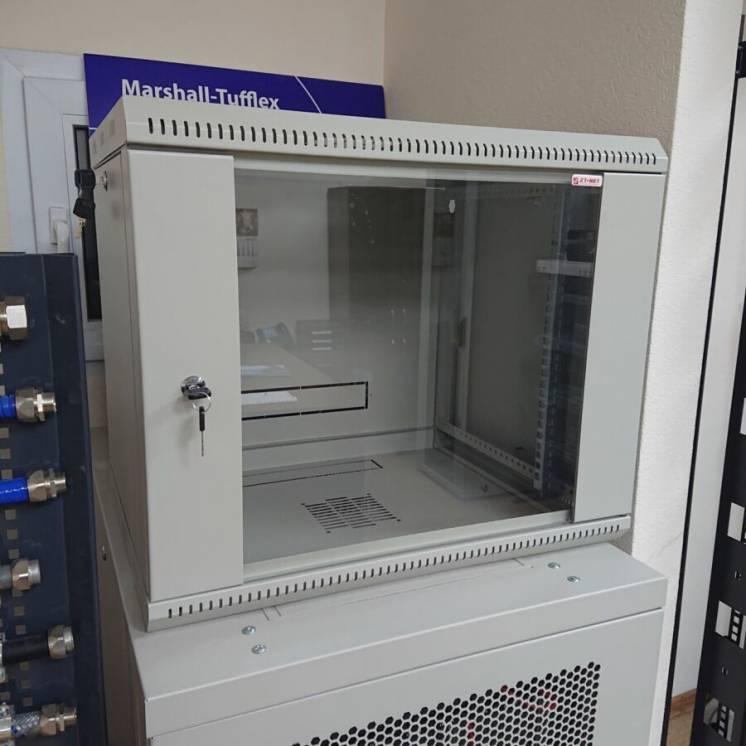 Серверный коммутационный шкаф