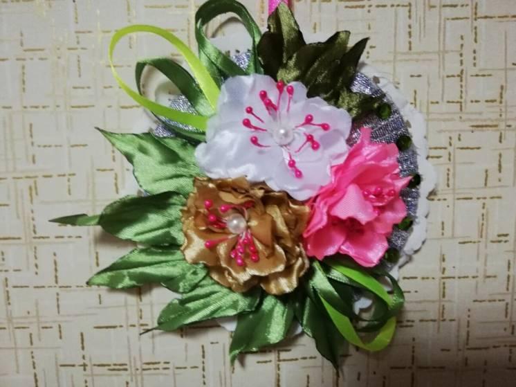 Панно с цветами канзаши из лент ручная работа