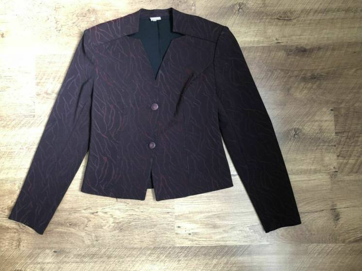 Брючный бордовый костюм с пиджаком