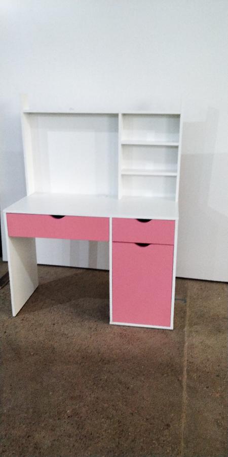 Стол письменный для школьника, офисный